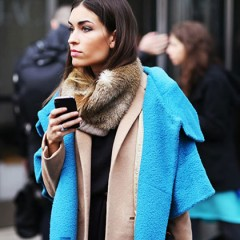 Fehér és kék kabát trend